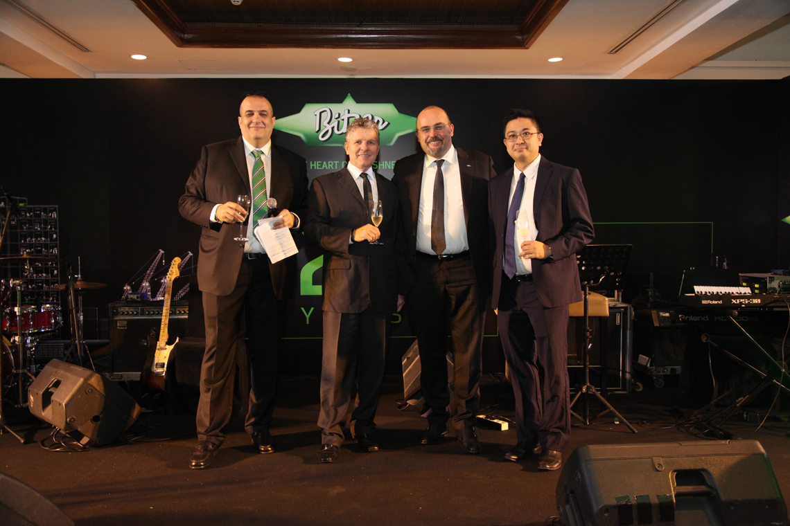 Luca Bernini, Managing Director of Sales and Marketing of BITZER Refrigeration Asia and PT BITZER Compressors Indonesia, Karl-Heinz Meister, Managing Director of Operations of BITZER China, Gianni Parlanti, Chief Sales and Marketing Officer, and Ang Chin Leong, Managing Director Finance, IT and HR of BITZER Refrigeration Asia and PT BITZER Compressors Indonesia (from left to right) raised their glasses to the BITZER subsidiary in Indonesia