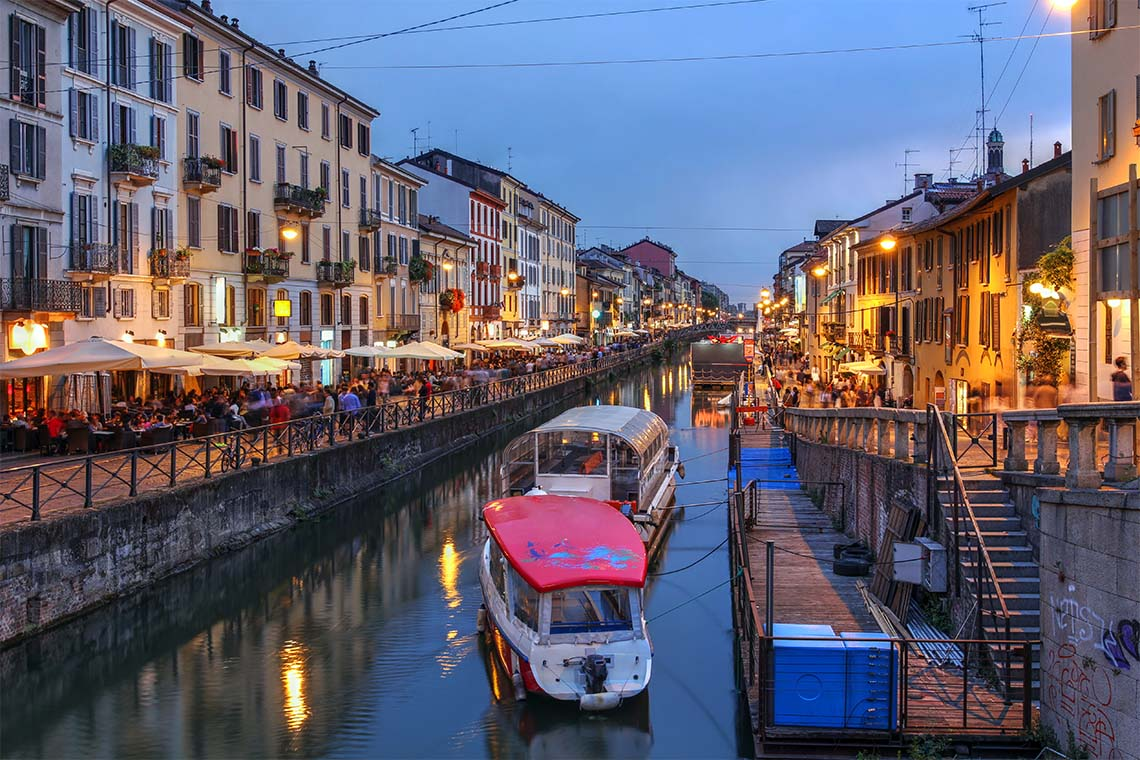 Anyone longing for a cool drink or gastronomic speciality after an exciting sightseeing tour can't go wrong in one of the romantic cafes or bars along the Naviglio Grande waterway