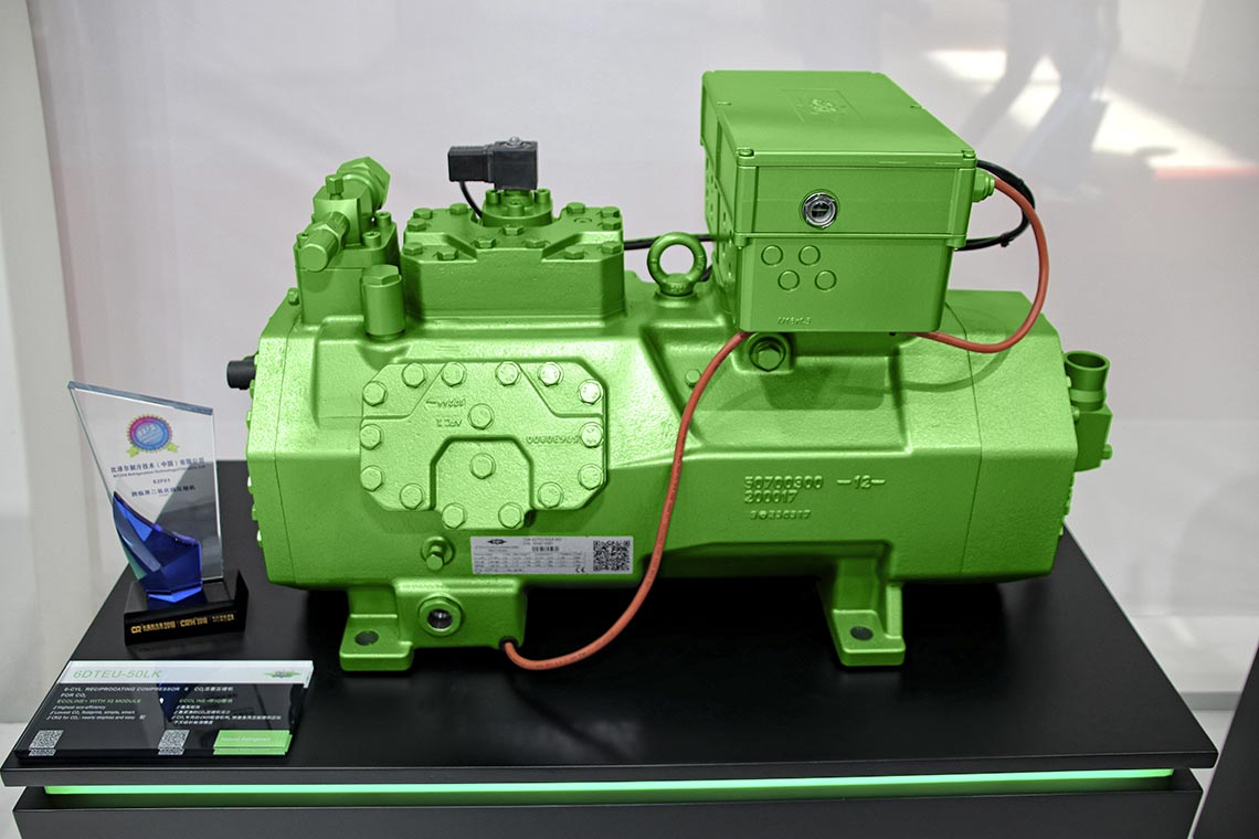 The innovation award next to an BITZER ECOLINE+ reciprocating compressor