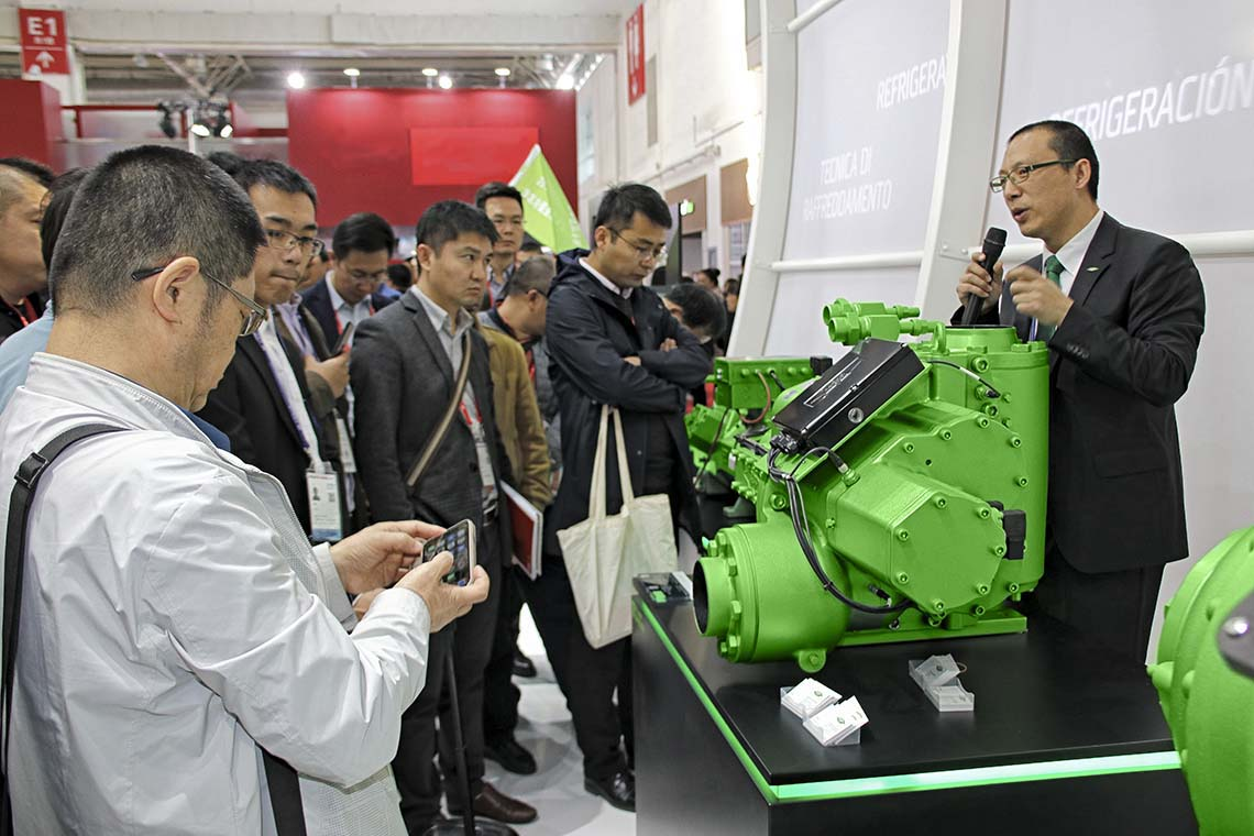 Lots of fascinated visitors learning about a BITZER compressor at the China Refrigeration trade fair