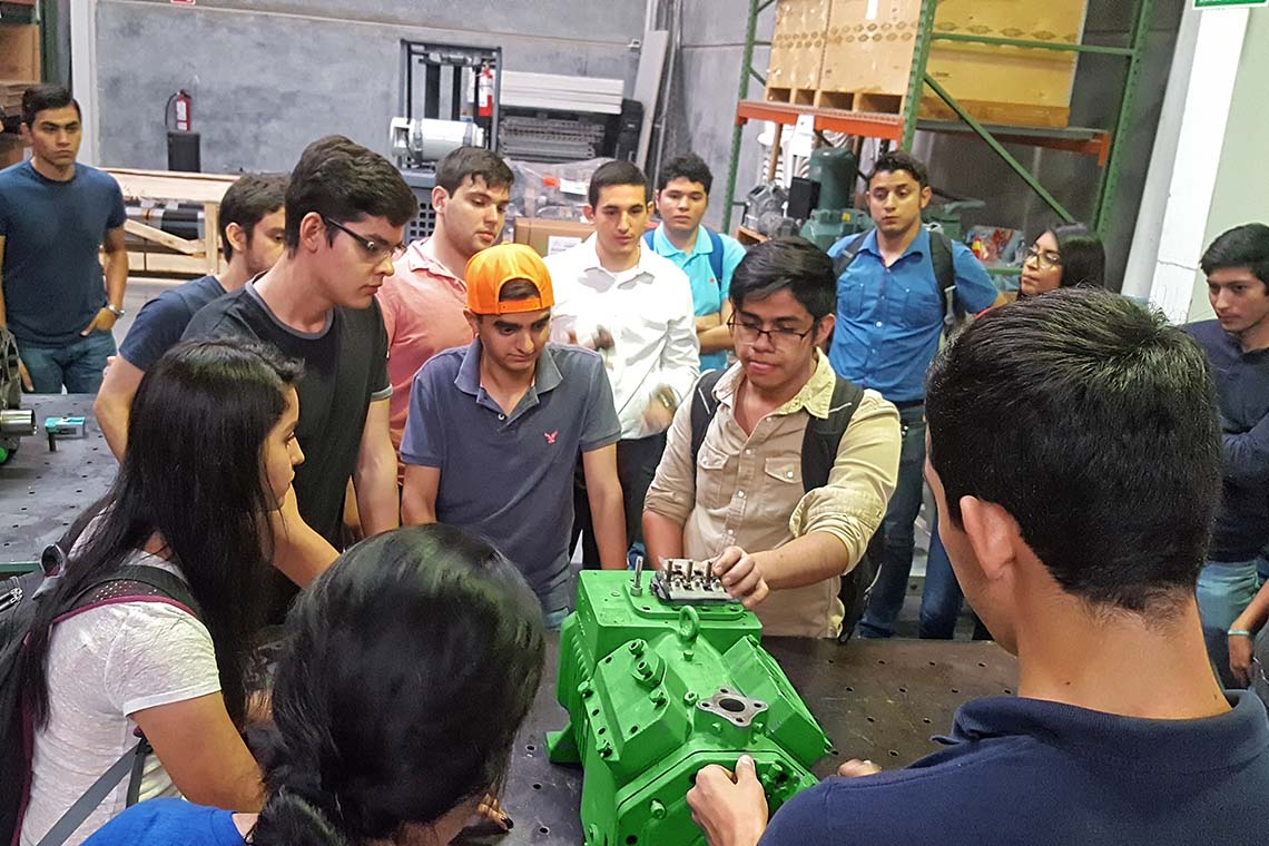 Mexican studentens analysing a BITZER reciprocating compressor