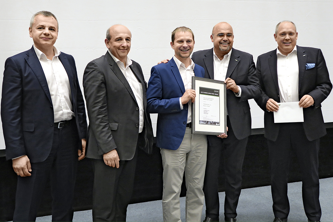 Presentation of the Outstanding Green Point Award to Thermocool. From left to right: Denis Timokhin, Managing Director BITZER Russia, Philippe Maratuech, Managing Director Green Point and BITZER Director Services and After-Sales, Sergei Demidov, engineer at Thermocool, as well as the members of the Management Board of BITZER Gianni Parlanti, Chief Sales and Marketing Officer, and Rainer Große-Kracht, Chief Technology Officer
