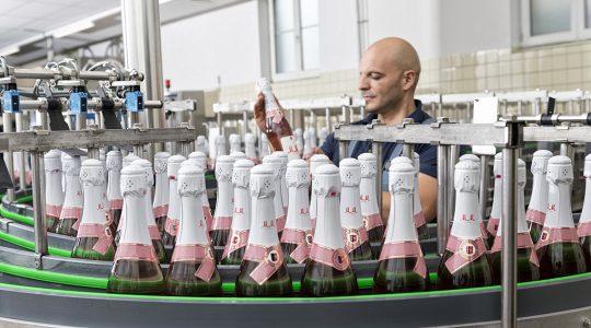 Produktion von Rotkäppchen-Mumm in Eltville am Rhein