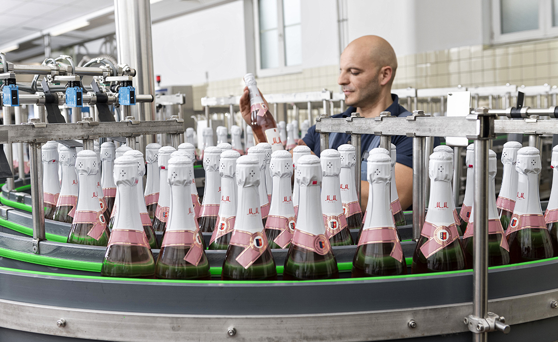 production of sparkling wine by Rotkäppchen-Mumm in Eltville am Rhein