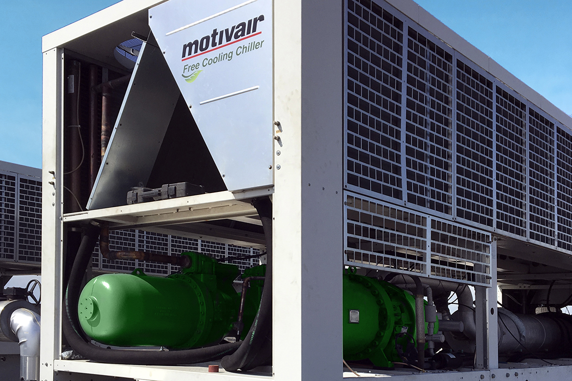 Successful retrofitting project in Canada: BITZER Canada installed two new compact screw compressors at Cogeco in the Etobicoke district in the west of Toronto