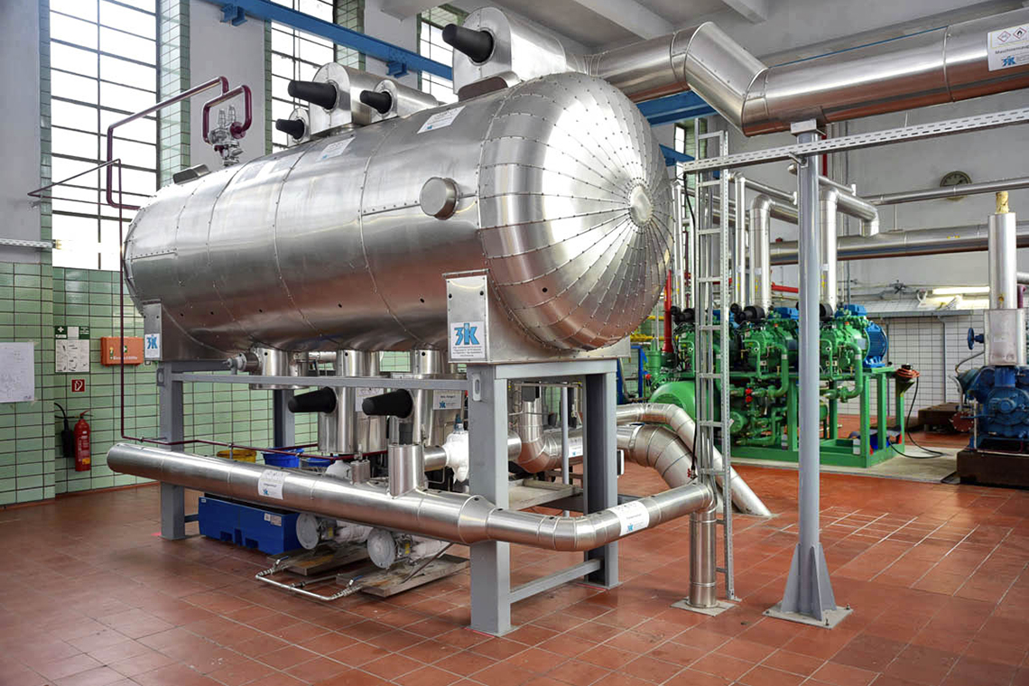 The installed BITZER screw compressors are responsible for maintaining the right temperature inside the pig and cattle cold stores and ensure continuous operation of the ammonia refrigeration system