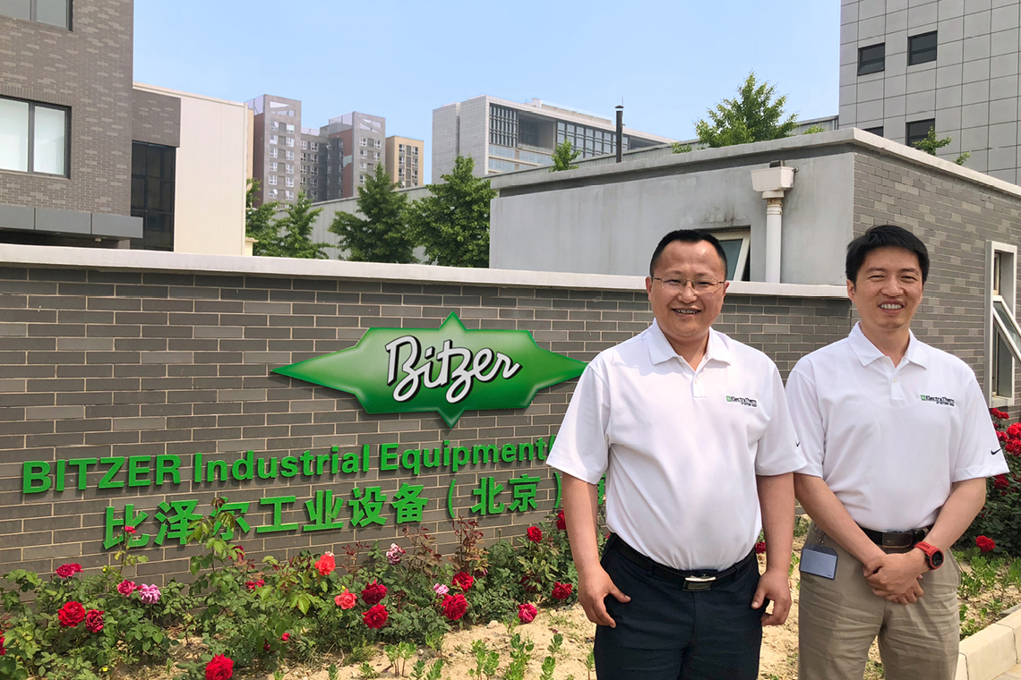 The two BITZER sales employees Ma Guangqiang (left) and Huang Jiaming are advancing the Organic Rankine Cycle (ORC) focus at the BIE site