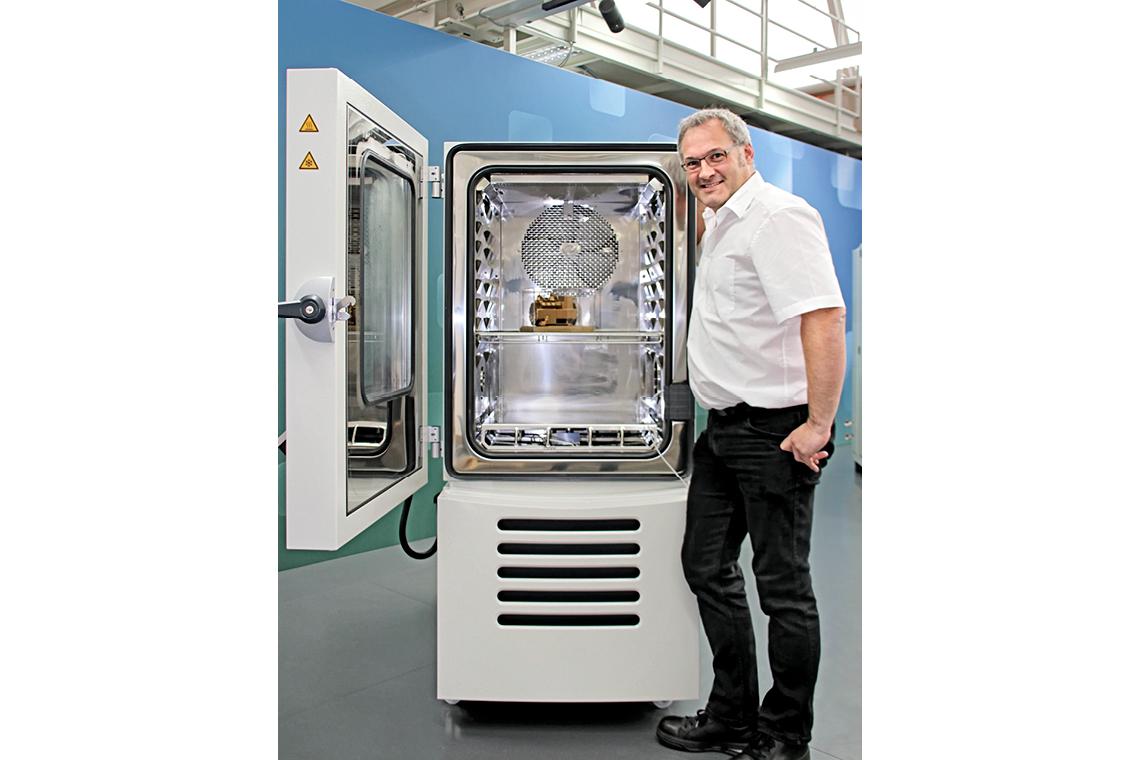 比泽尔压缩机在 vötschtechnik® 试验仪器中的特殊地位:Carsten Bräuer(开发与试验主管)与里程碑产品