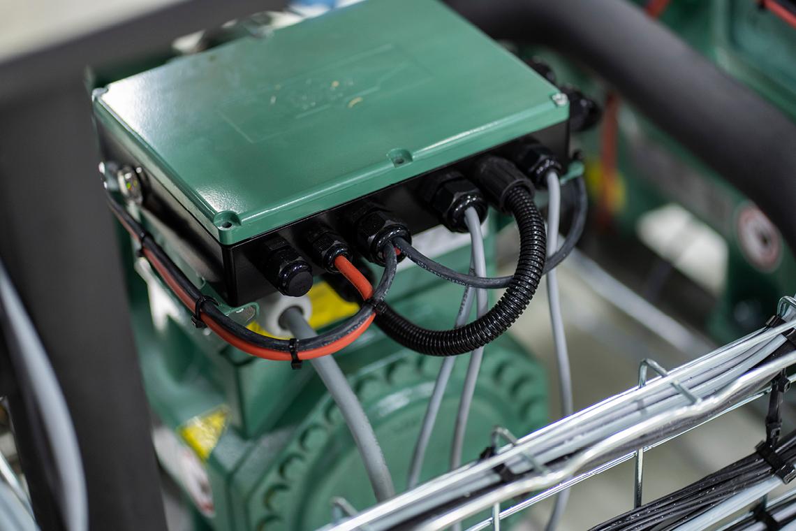 安装的每一台比泽尔 ECOLINE+ 压缩机都配有一个 IQ 模块 —— 用于监控压缩机状态的高级保护模块