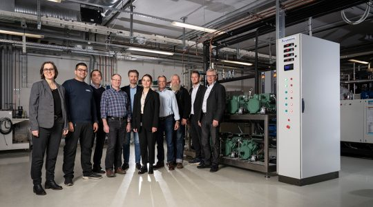 Great teamwork: amongst others, the companies JF Køleteknik A/S, Cool Partners ApS, H. Jessen Jürgensen A/S and BITZER contributed to this project at Aarhus Maskinmesterskole