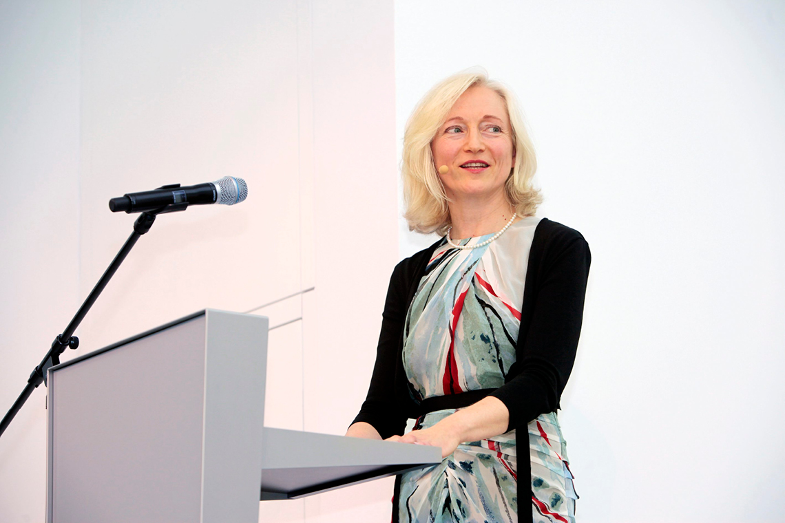 Barbara Bergman gives a speech at SCHAUWERK Sindelfingen