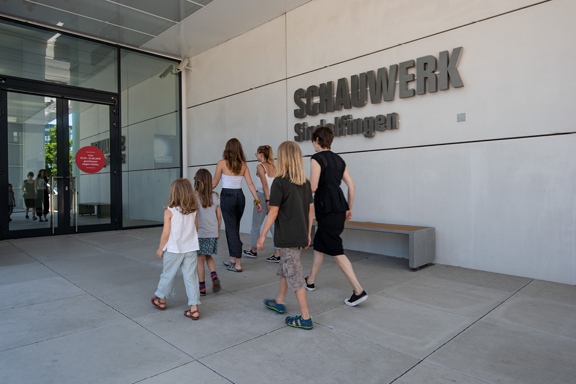 People enter the SCHAUWERK SIndelfingen
