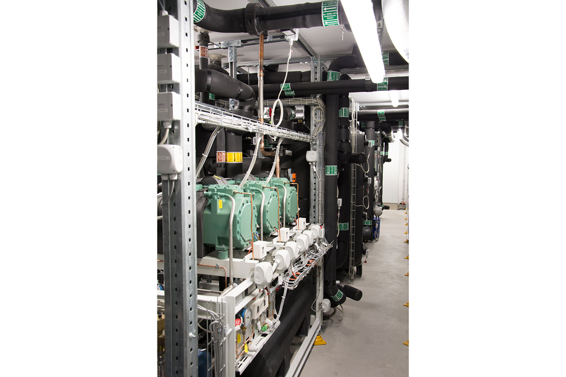 CO₂ cascade with three green BITZER ECOLINE compressors in steel construction