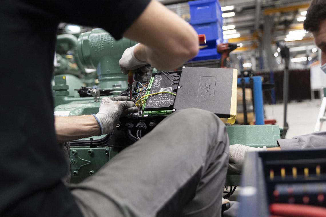 Eine ACP Bedieneinheit sorgt in Verbindung mit der integrierten BITZER IQ Technologie für einen zuverlässigen und effizienten Betrieb gemäß den jeweiligen Betriebsbedingungen